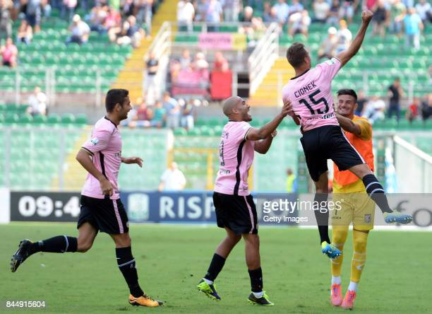 Thiago Cionek of Palermo celebrates after scoring the opening goal during the Serie B match between US Citta di Palermo and Empoli FC at Stadio Renzo...