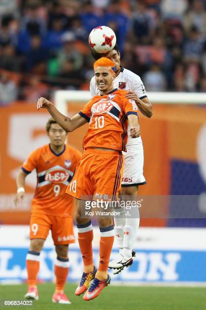 Thiago Galhardo of Albirex Niigata and Daisuke Watabe of Omiya Ardija compete for the ball during the JLeague J1 match between Albirex Niigata and...