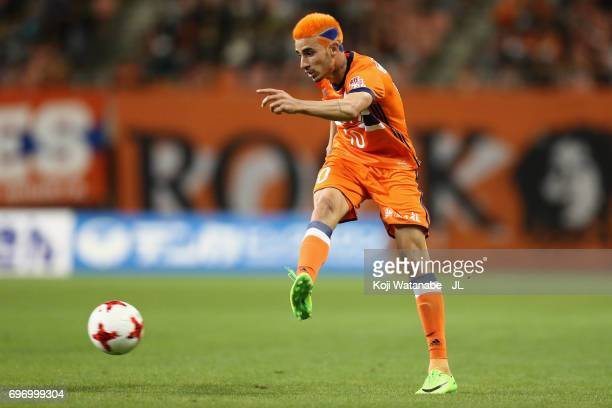 Thiago Galhardo of Albirex Niigata in action during the JLeague J1 match between Albirex Niigata and Omiya Ardija at Denka Big Swan Stadium on June...