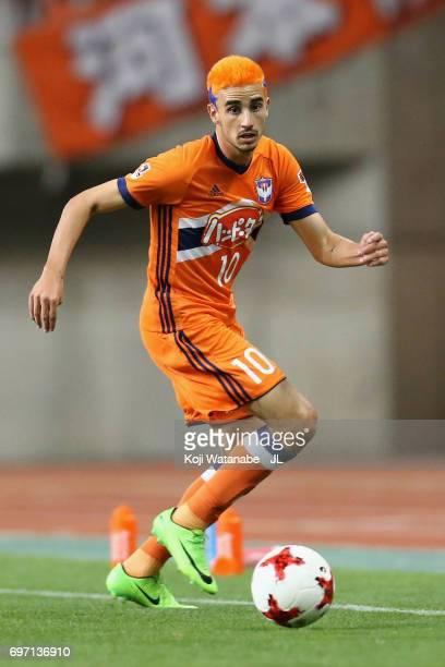 Thiago Galhardo of Albirex Niigata in action during the JLeague J1 match between Albirex Niigata and Omiya Ardija at Denka Big Swan Stadium on June...