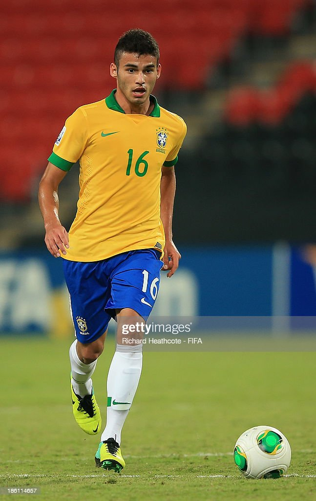 thiago-maia-of-brazil-during-the-fifa-u17-world-cup-uae-2013-round-of-picture-id186114657