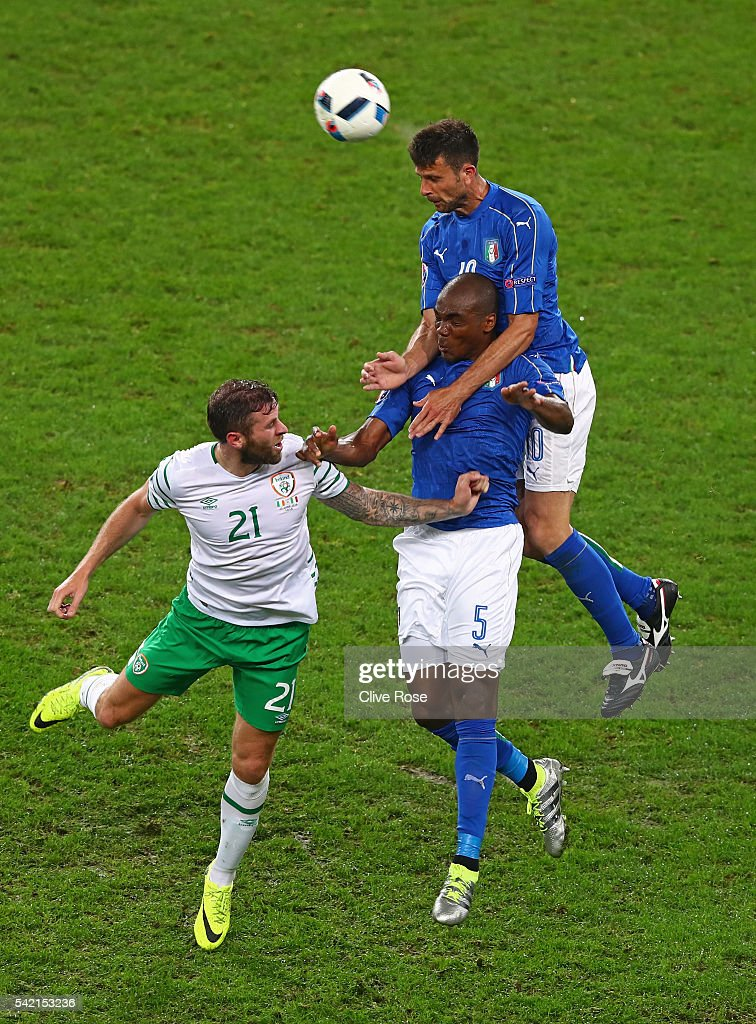 Thiago Motta and Angelo Ogbonna of Italy compete for the ball against Daryl Murphy of Republic of Ireland during the UEFA EURO 2016 Group E match between Italy and Republic of Ireland at Stade Pierre-Mauroy on June 22, 2016 in Lille, France.