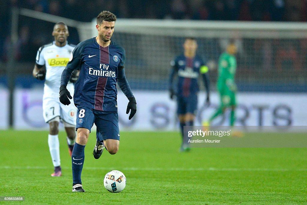 Thiago Motta of Paris Saint-Germain runs with the ball during the Ligue 1 match between Paris Saint-Germain and Angers SCO at Parc des Princes on November 30, 2016 in Paris, France.