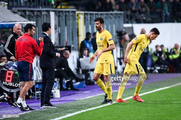 Thiago Motta of PSG is replaced by Julian Draxler during the UEFA Champions League match between RSC Anderlecht and Paris SaintGermain at Constant...