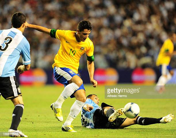 Thiago Neves of Brazil fights for the ball with Pablo Gui–ñazúœ of Argentina during the second leg of the Superclasico de Las Americas between...