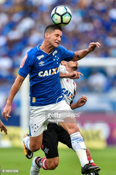 Thiago Neves of Cruzeiro and Rene of Flamengo battle for the ball during a match between Cruzeiro and Flamengo as part of Brasileirao Series A 2017...