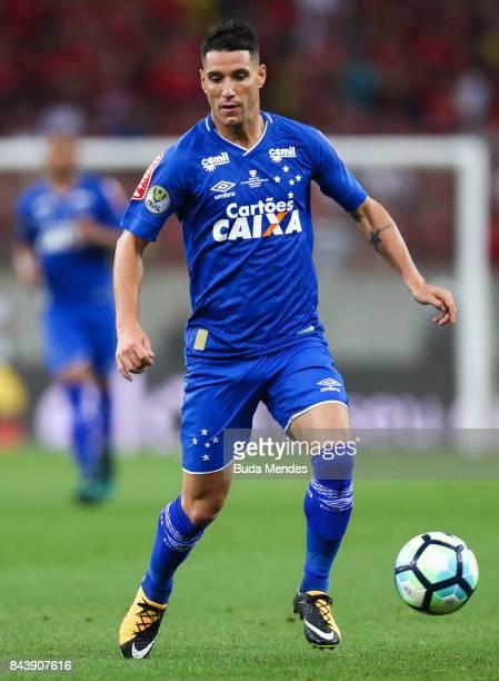 Thiago Neves of Cruzeiro controls the ball during a match between Flamengo and Cruzeiro part of Copa do Brasil 2017 Finals at Maracana Stadium on...