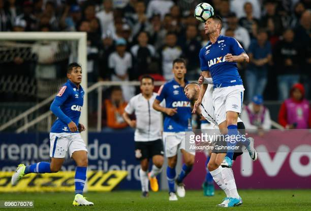 Thiago Neves of Cruzeiro in action during the match between Corinthians and Cruzeiro for the Brasileirao Series A 2017 at Arena Corinthians Stadium...