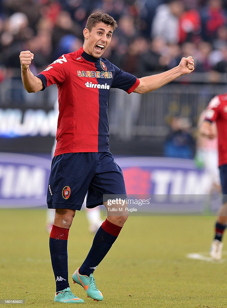 Thiago Ribeiro of Cagliari celebrates afterscoring the equalizing goal during the Serie A match between Cagliari Calcio and US Citta di Palermo at Stadio Sant'Elia on January 27, 2013 in Cagliari, Italy.