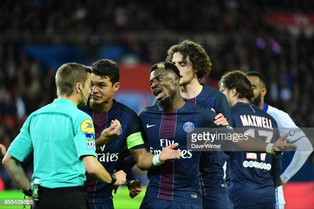 Thiago Silva and Serge Aurier of PSG demand that referee Clement Turpin show Memphis Depay of Lyon a yellow card for diving in the penalty area...