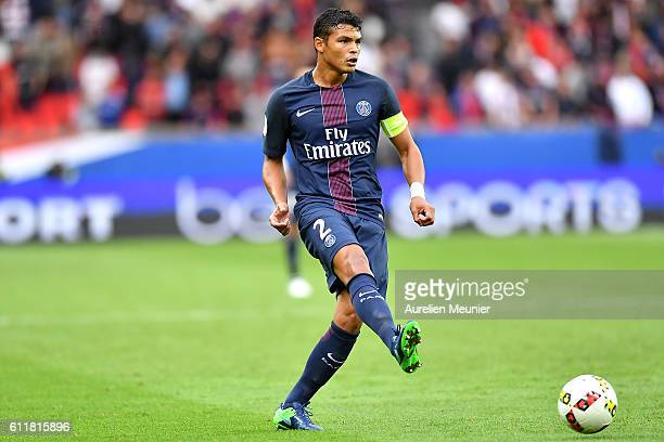 Thiago Silva of Paris SaintGermain passes the ball during the Ligue 1 match between Paris SaintGermain and FC Girondins de Bordeaux at Parc des...