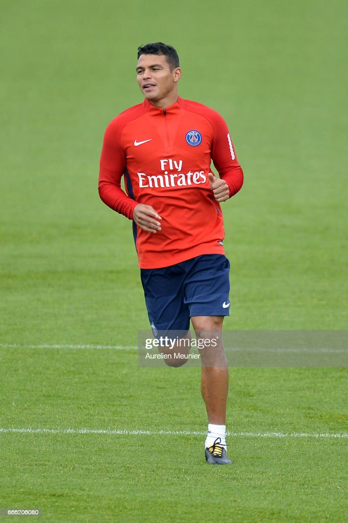Thiago Silva of Paris Saint-Germain warms up during a Paris Saint-Germain practice session at Centre Ooredoo on October 25, 2017 in Paris, France.