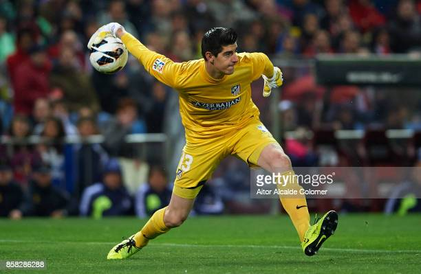 Thibaut Courtois of Atletico de Madrid in action during the La Liga between Atletico de Madrid and Real Madrid at Estadio Vicente Calderon on April...