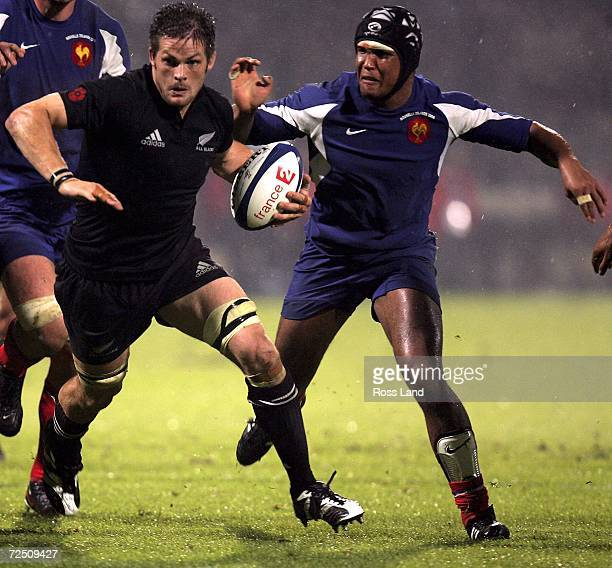 Thierry Dusautoir of France chases Richie McCaw of New Zealand during the International rugby match between France and New Zealand at the Gerland...