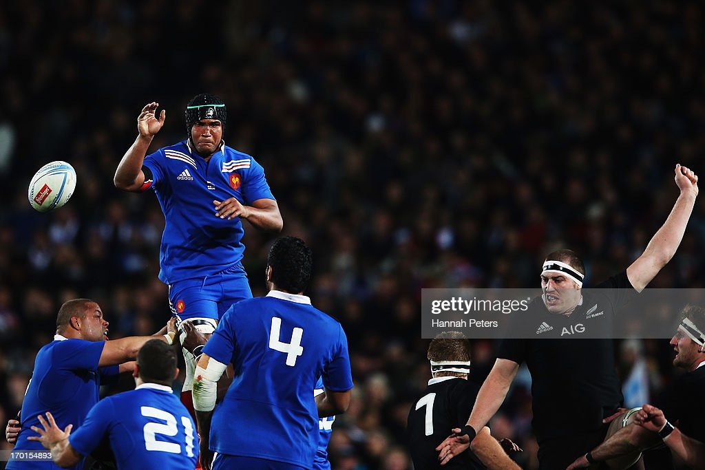 <a gi-track='captionPersonalityLinkClicked' href=/galleries/search?phrase=Thierry+Dusautoir&family=editorial&specificpeople=544025 ng-click='$event.stopPropagation()'>Thierry Dusautoir</a> of France wins lineout ball during the first test match between the New Zealand All Blacks and France at Eden Park on June 8, 2013 in Auckland, New Zealand.