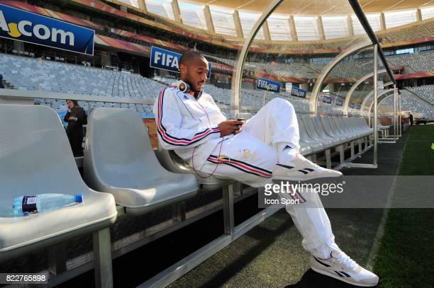Thierry HENRY Reconnaissance du terrain avant le match contre l'Uruguay Green Point Stadium Le Cap
