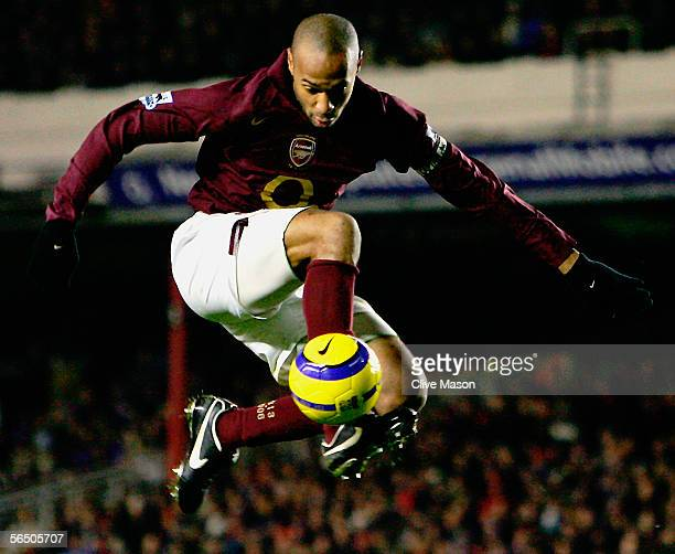 Thierry Henry of Arsenal controls the ball during the Barclays Premiership match between Arsenal and Portsmouth at Highbury on December 28 2005 in...