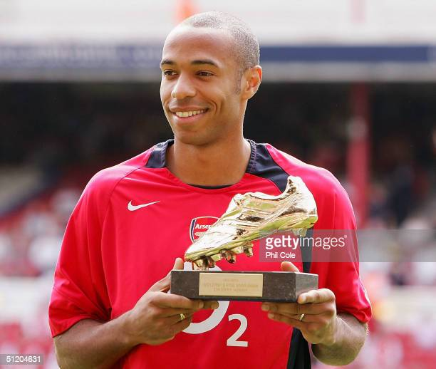 Thierry Henry of Arsenal recieves the Golden shoe before the Barclays Premiership match between Arsenal and Middlesbrough at Highbury on August 22...