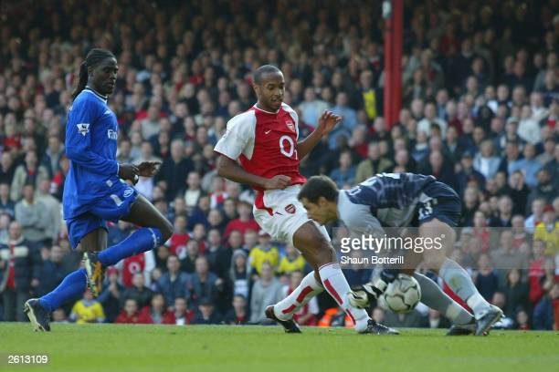 Thierry Henry of Arsenal scores past goalkeeper Carlo Cudicini of Chelsea during the FA Barclaycard Premiership match between Arsenal and Chelsea on...