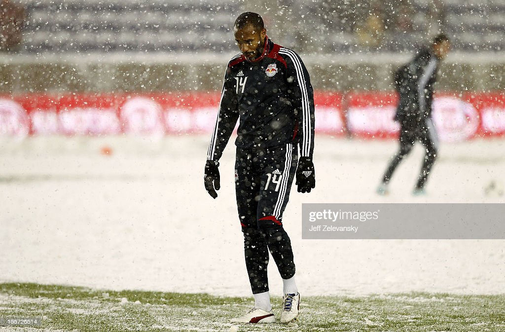 <a gi-track='captionPersonalityLinkClicked' href=/galleries/search?phrase=Thierry+Henry&family=editorial&specificpeople=167275 ng-click='$event.stopPropagation()'>Thierry Henry</a> #14 of New York Red Bulls warms up before the Eastern Conference Semifinal match against D.C. United at Red Bull Arena on November 7, 2012 in Harrison, New Jersey.