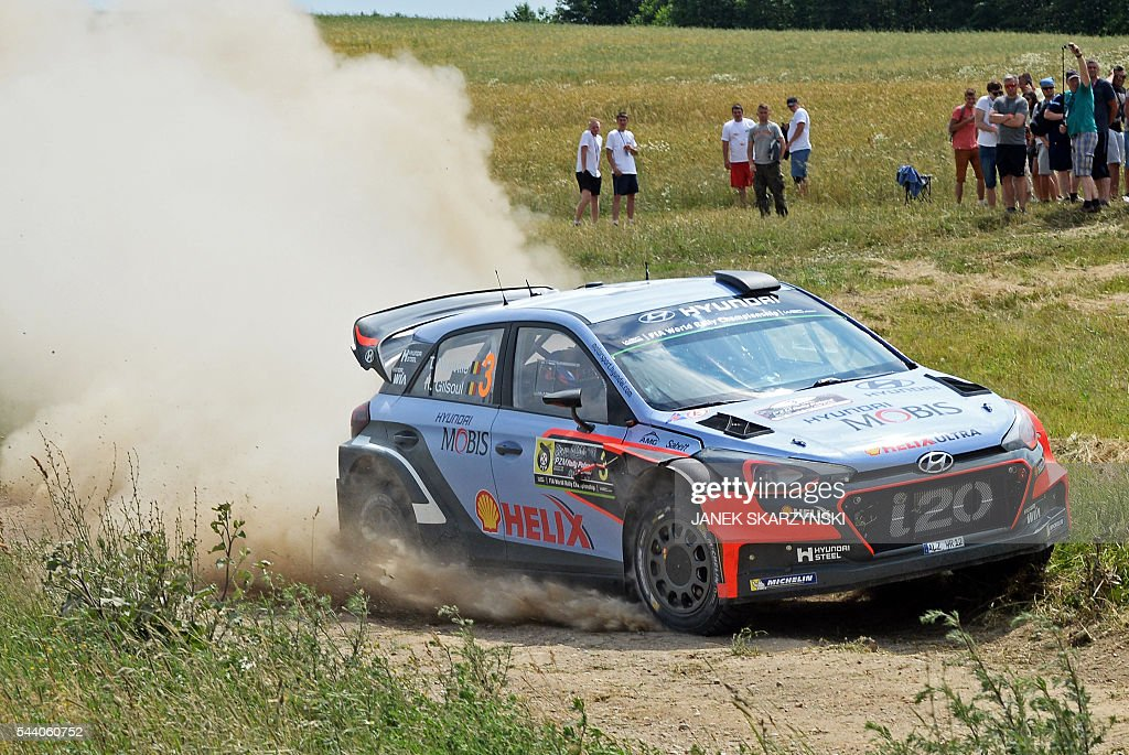 Thierry Neuville and co-driver Nicolas Gilsoul of Belgium drive their Hyundai i20 WRC during the special stage at Rally Poland, in Stare Juchy, Poland, on July 1, 2016. / AFP / JANEK