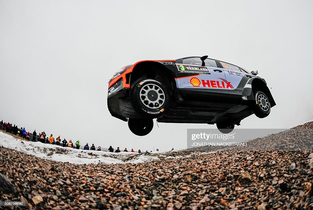 Thierry Neuville of Belgium and his co-driver Nicolas Gilsoul steer their Hyundai i20 WRC during the 2nd stage of the Rally Sweden, second round of the FIA World Rally Championship on February 12, 2016 in Torsby, Sweden. / AFP / JONATHAN NACKSTRAND