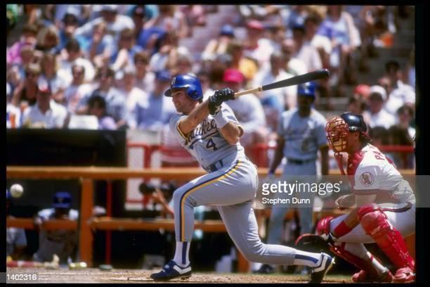 Third baseman Paul Molitor of the Milwaukee Brewers swings the bat Mandatory Credit Stephen Dunn /Allsport