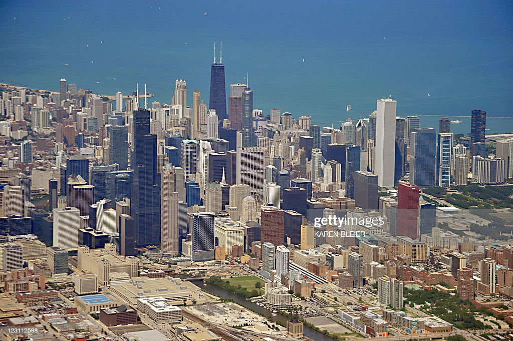 This August 29, 2011 photo shows the skyline of Chicago as seen from a commercial aircraft. AFP PHOTO/Karen BLEIER