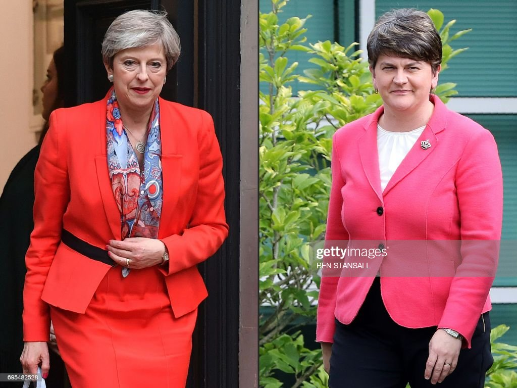 COMBO-BRITAIN-VOTE-POLITICS-NIRELAND : News Photo