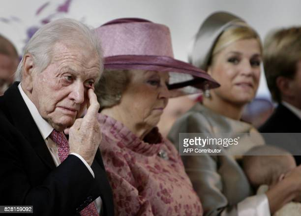 This file picture taken on October 20 2007 shows Jorge Zorreguieta and Dutch Queen Beatrix standing during the christening of Princess Ariane in The...
