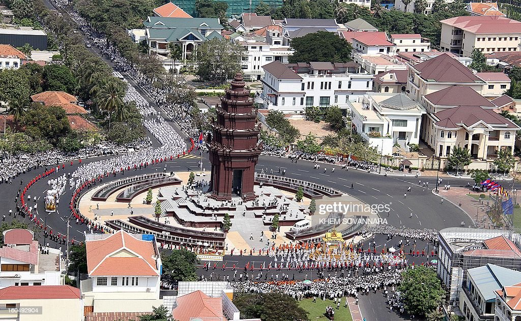 This general aerial view shows the Royal floats making their way past the Independence Monument during the funeral procession for the late former King Norodom Sihanouk in front of the Royal Palace in Phnom Penh on February 1, 2013. A sea of mourners filled the streets of the Cambodian capital on February 1 for a lavish funeral for revered former king Norodom Sihanouk, who towered over six tumultuous decades in his nation's history. AFP PHOTO/ Khem Sovannara