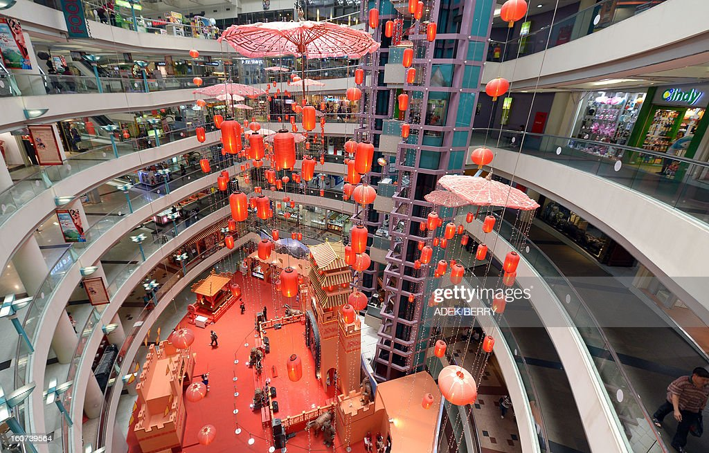 This general photo show a shopping mall in Jakarta on February 5, 2013. Indonesian said on February 5 that Southeast Asia's biggest economy grew 6.23 percent in 2012, supported by strong private consumption and investment.