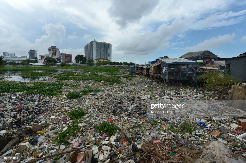 This general picture shows the Pluit dam brimming with garbage in Jakarta on January 28, 2013.