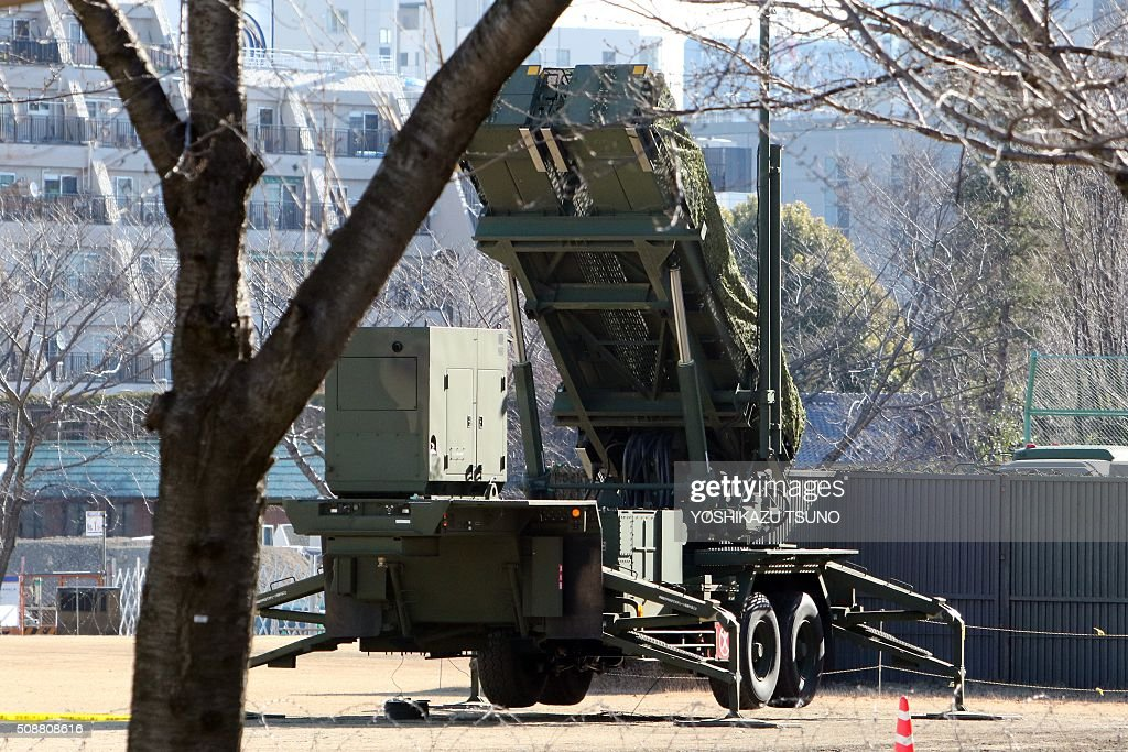 This general view shows a Japanese Self-Defense Force Patriot Advanced Capability-3 (PAC-3) interceptor launcher deployed outside Defence Ministry headquarters in Tokyo on February 7, 2016. North Korea launched a long-range rocket on February 7, violating UN resolutions and doubling down against an international community already determined to punish Pyongyang for a nuclear test last month. AFP PHOTO / Yoshikazu TSUNO / AFP / YOSHIKAZU TSUNO