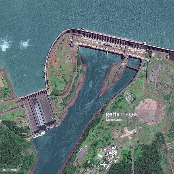 itaipu dam Largest hydroelectric power plant in the world, itaipu is the current world record holder in power generation and is considered one of the 7 wonders of modern engineering.