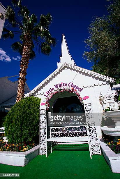 This is the Little White Wedding Chapel where people can get married quickly in Las Vegas