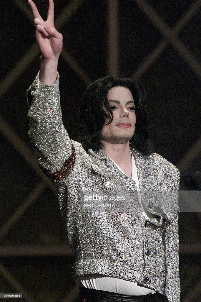 This January 2, 2002 file photo shows US pop singer Michael Jackson saluting the audience after receiving the Artist of the Century Award during the 29th Annual American Music Awards at the Shrine Auditorium in Los Angeles. Pop icon Michael Jackson died on June 25, 2009 after suffering a cardiac arrest, the entertainment website TMZ.com reported. AFP PHOTO / Files / Hector MATA