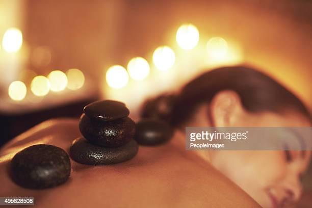 Este massagem pedras
