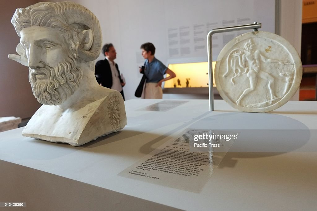 This morning at the National Archaeological Museum of Naples was presented the press conference for the exhibition which covers the Egypt-Napoli project: Dall'Orienteche which brings together the extraordinary evidence of the cult of Isis in Campania and other Eastern religions with which the Roman world was in contact.