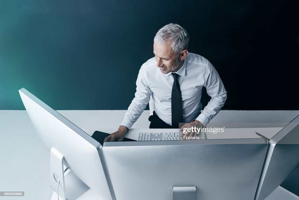 This old hand is full of new tricks : Stock Photo