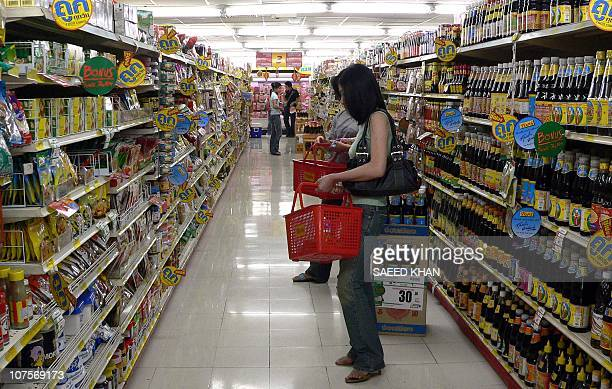 This photo taken in July 2005 shows Thai customers busy in their month end shopping in Bangkok Thailand's inflation rate hit 56 percent 01 September...