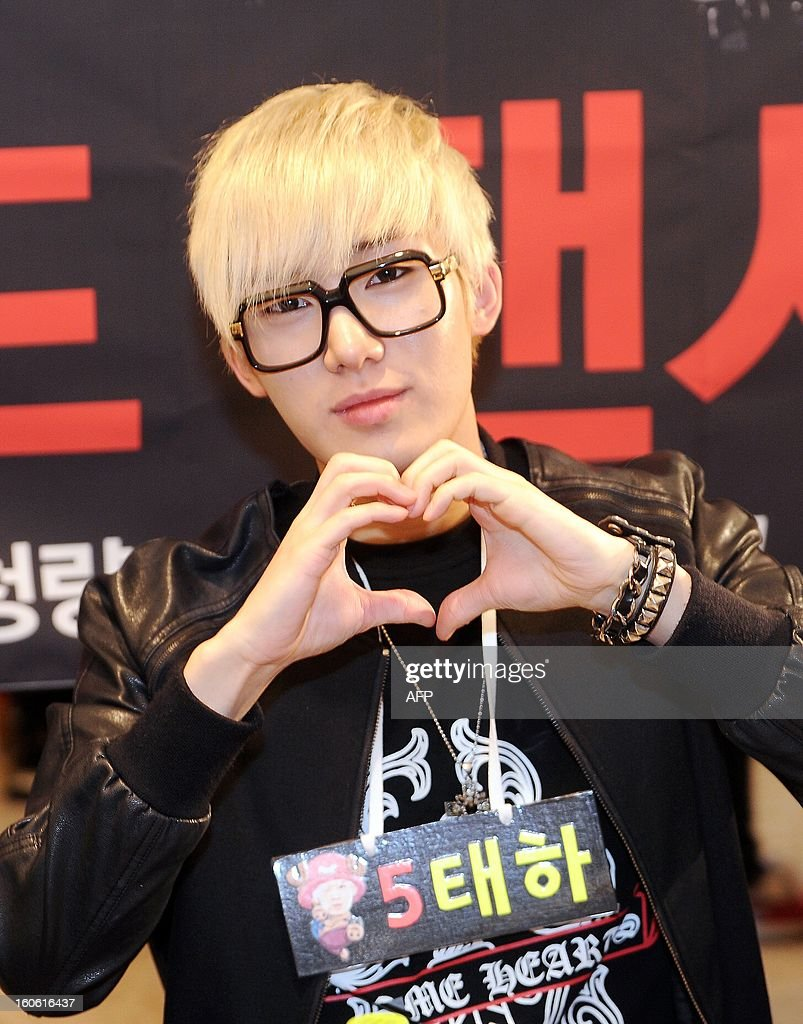 This photo taken on February 2, 2013 shows a member of South Korean boy band SPEED, Taeha, posing in front of fans at an autograph event held in Seoul. REPUBLIC
