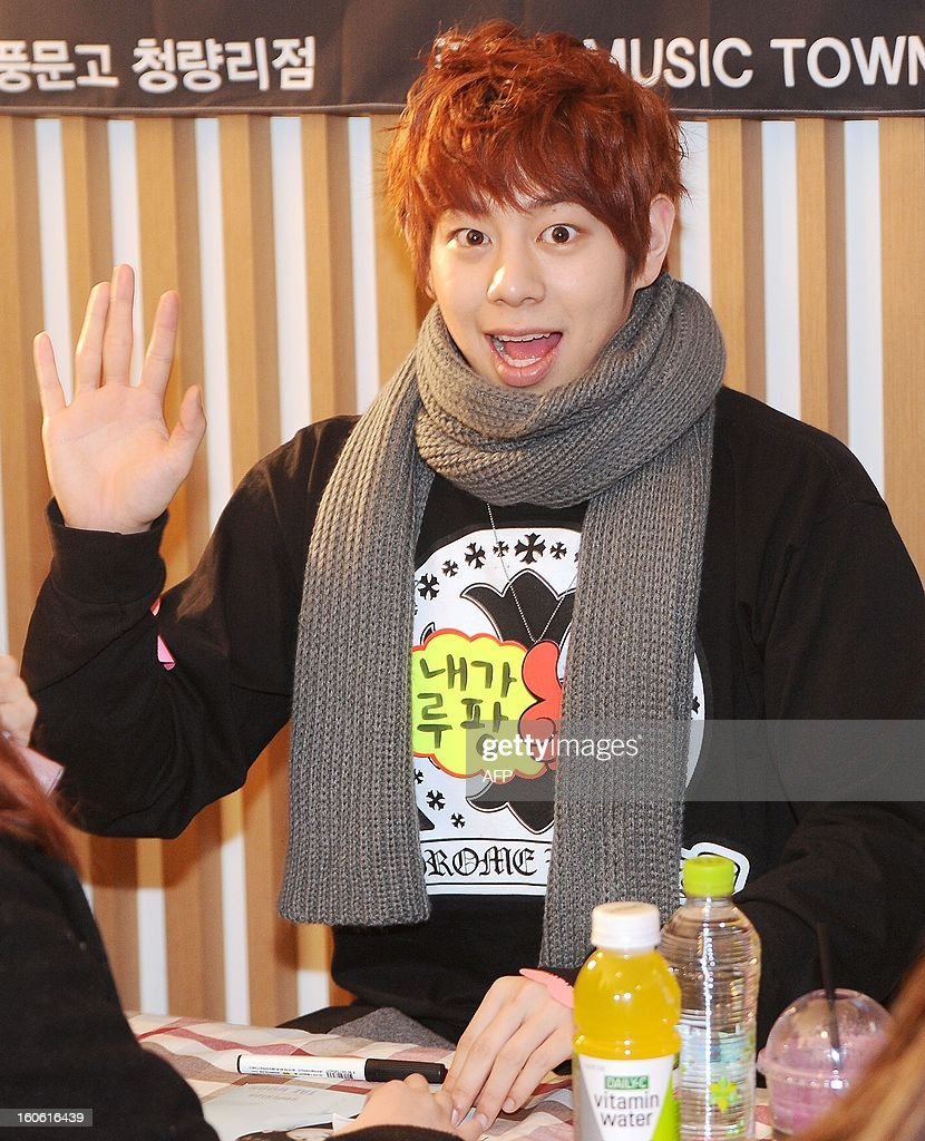 This photo taken on February 2, 2013 shows a member of South Korean boy band SPEED, Taewoon, posing in front of fans during an autograph signing session in Seoul. REPUBLIC
