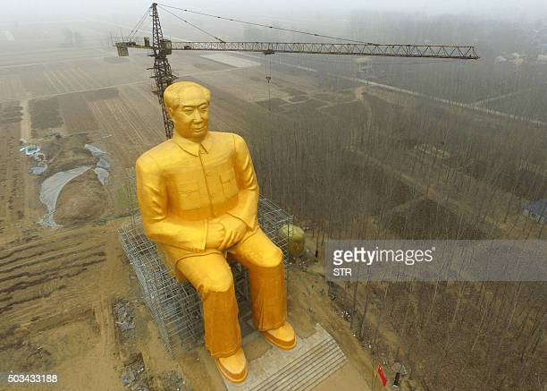 This photo taken on January 4 2016 shows a huge statue of Chairman Mao Zedong under construction in Tongxu county in Kaifeng central China's Henan...