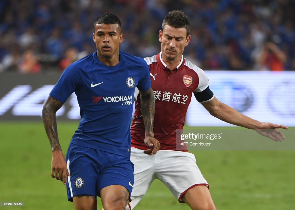 This photo taken on July 22, 2017 shows Chelsea's Kenedy (L) competing for the ball with Arsenal's Laurent Koscielny during their pre-season football match in Beijing's National Stadium. Kenedy was sent home from Chelsea's pre-season tour of Asia as punishment for his offensive social media posts about China, team boss Antonio Conte said on July 25, 2017. /