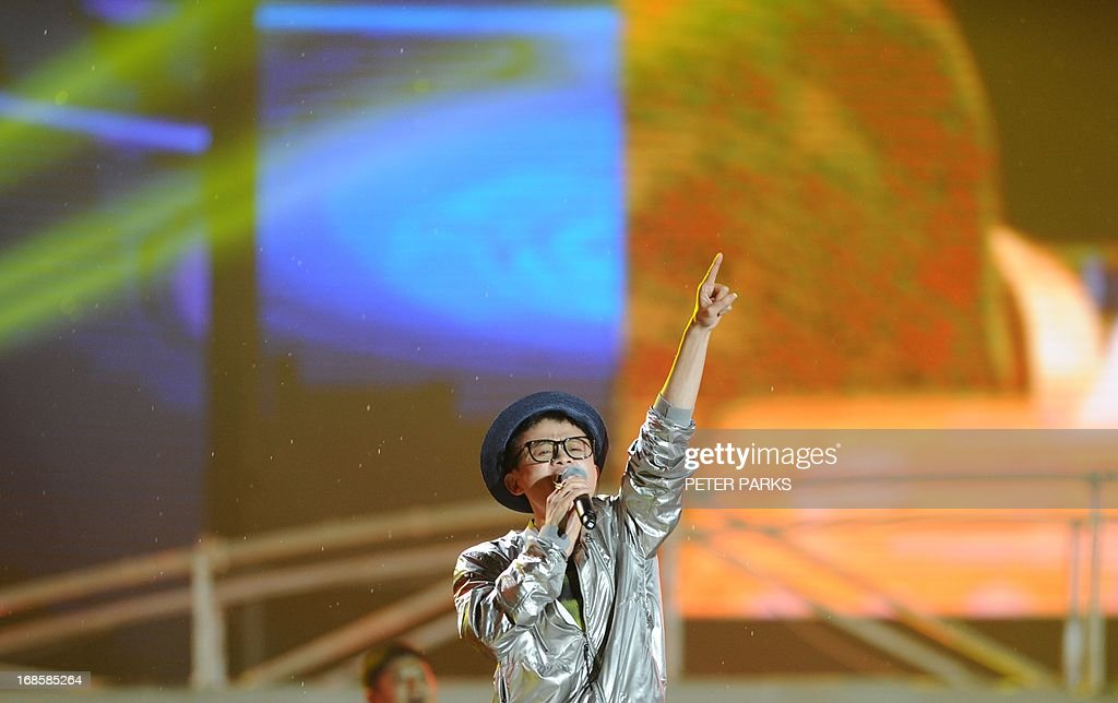 This photo taken on May 10, 2013 shows Alibaba founder Jack Ma singing at an event to mark the 10th anniversary of China's most popular online shopping destination Taobao Marketplace, in the eastern Chinese city of Hangzhou. Alibaba chief Jack Ma stepped down on May 10 before a potential initial public offering as the Chinese online retail giant announced a 294 million USD stake purchase in digital mapping firm AutoNavi. AFP PHOTO / Peter PARKS
