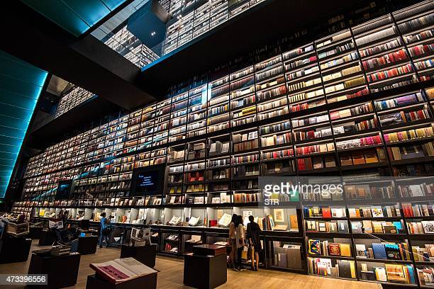 This photo taken on May 14 2015 shows visitors read books at a 50 meter long 30 meter high Artron Wall on display at the 11th International Culture...