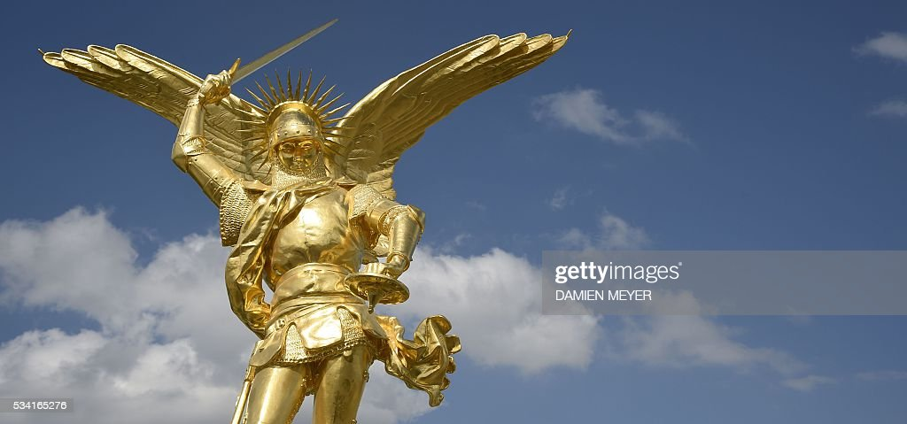 This photo taken on May 25, 2016 in Mont Saint-Michel shows the statue of the Archangel Michael, regilded and restored with a new lighting rod, on the eve of its placement back atop the Mont Saint-Michel Abbey. / AFP / DAMIEN
