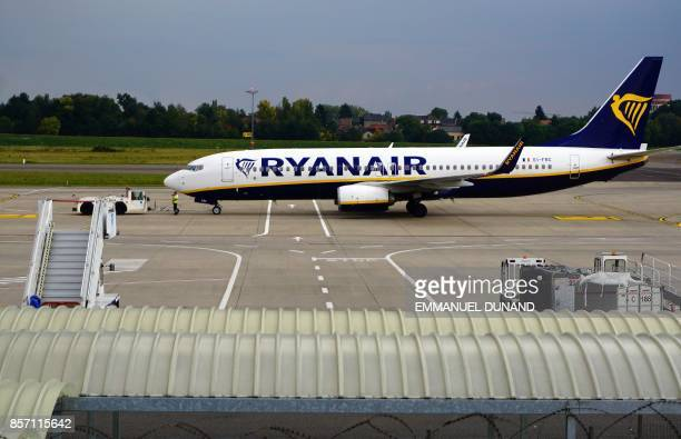 This photo taken on September 26 shows a Boeing 7378AS of Ryanair taxiing at Charleroi Airport / AFP PHOTO / EMMANUEL DUNAND