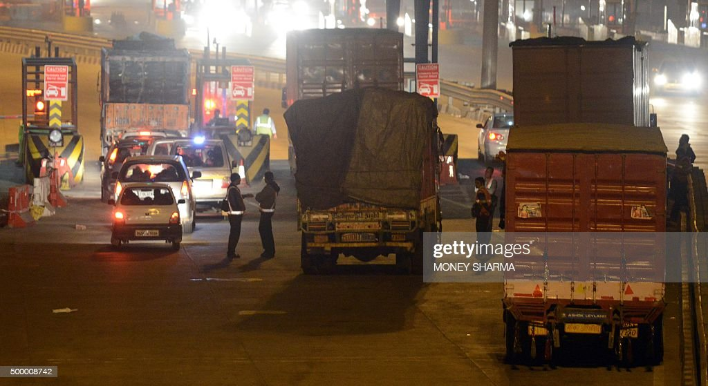 This photograph taken late November 14, 2015, shows a general view of trucks being checked as they enter New Delhi at Badarpur Toll Plaza, at Faridabad. AFP PHOTO / Money SHARMA / AFP / MONEY